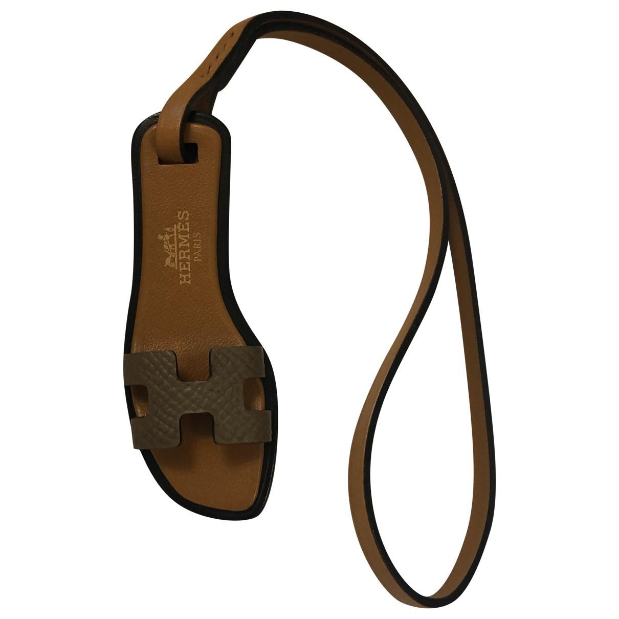 Hermes Oran Nano Charm Taschenschmuck in  Beige Leder