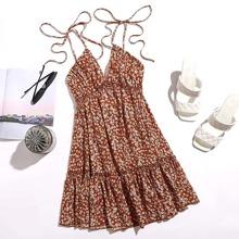 Rueckenfreies Cami Kleid mit Band auf Schulter, Rueschen und Gaensebluemchen Muster
