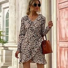 Vestido cruzado ribete con fruncido con estampado de leopardo