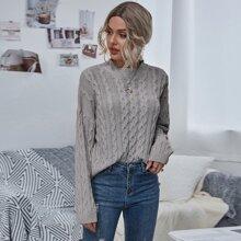 Strick Pullover mit sehr tief angesetzter Schulterpartie und Zopf Muster