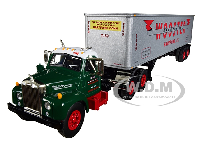Mack B-61 Day Cab Green with 40 Vintage Trailer