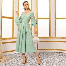 Vestido amplio con diseño aplique de puño fruncido de cuello cuadrado sin cinturon