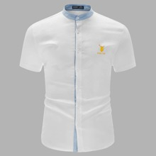Shirt mit Hirsch und Buchstaben Grafik