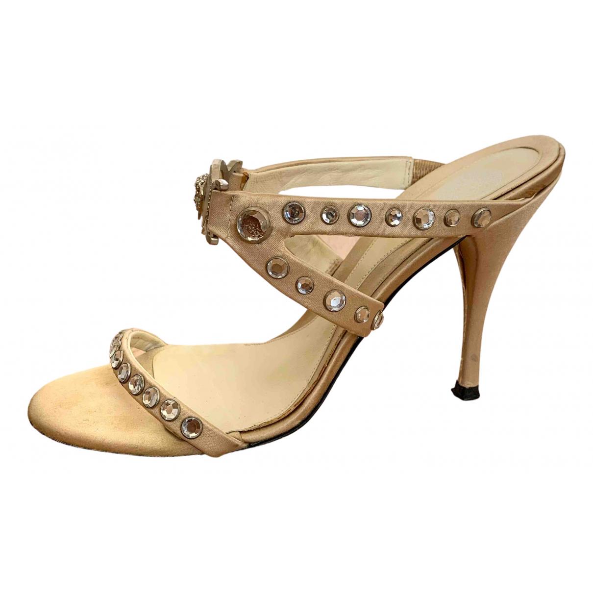 Versace \N Sandalen in  Ecru Leder