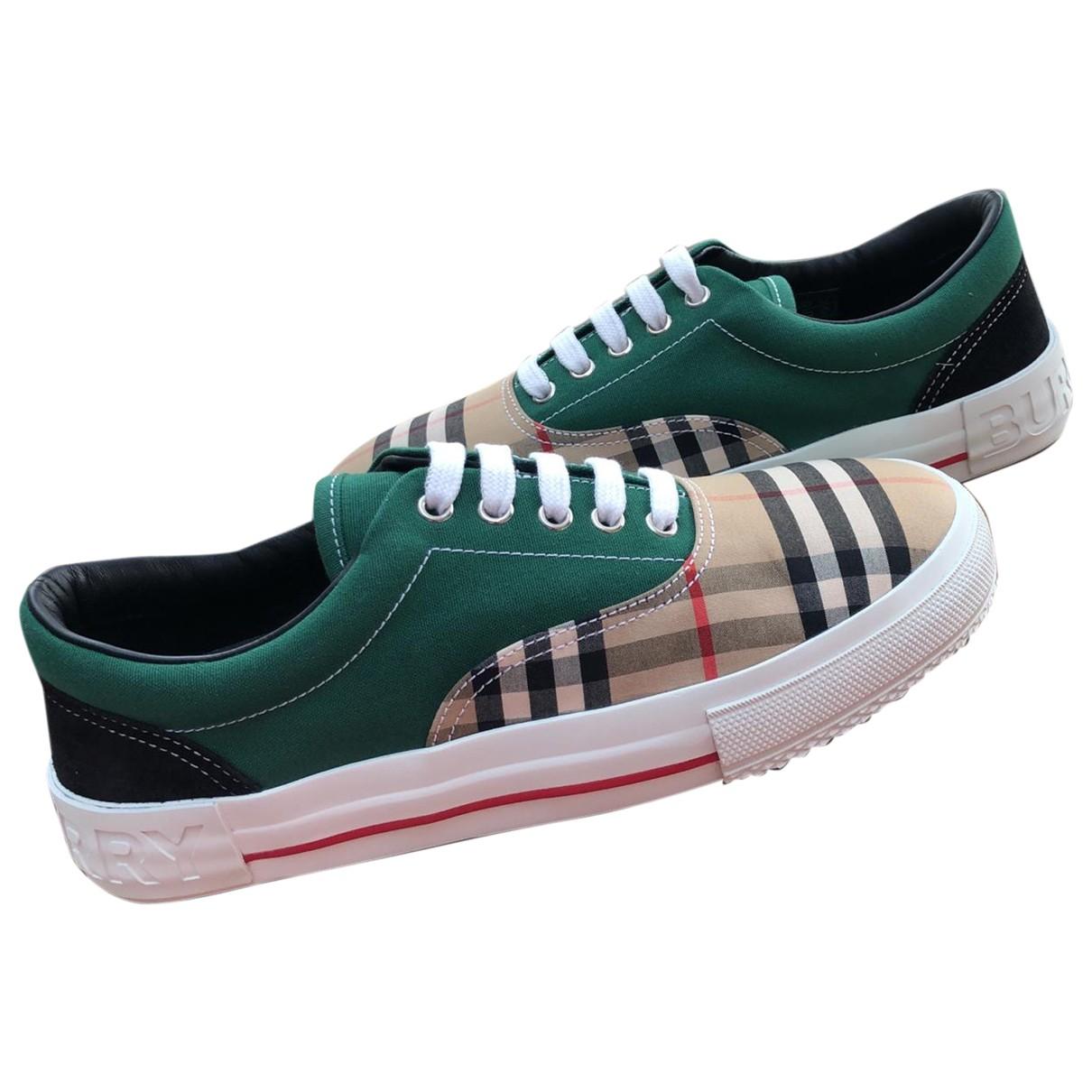Burberry \N Sneakers in  Gruen Leder