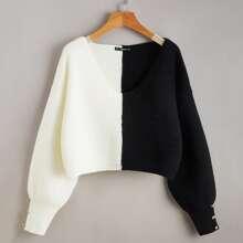 Zweifarbiger Pullover mit Knopfen Detail
