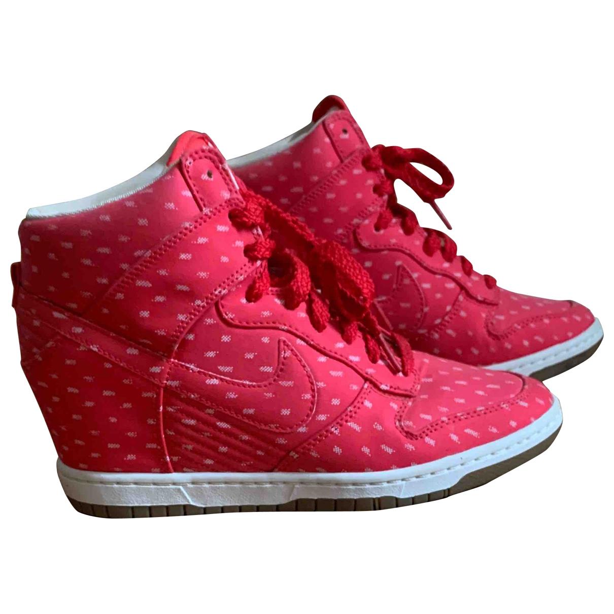 Nike Dunk Sky Sneakers in  Rot Leinen