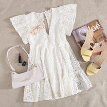 Kleid mit Bluemchen Muster und Schluesselloch hinten