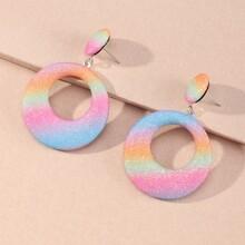 Runde Ohrringe mit Lochern