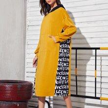 Kleid mit sehr tief angesetzter Schulterpartie und Buchstaben Grafik