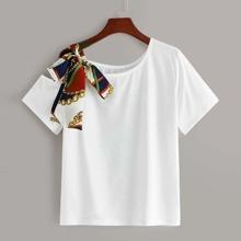 T-Shirt mit Halsband und Kette Muster