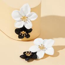 Zwei Ton Ohrringe mit doppelten Blumen 1 Paar