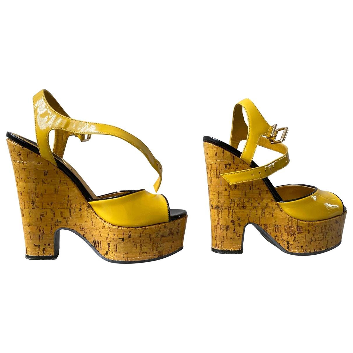 Fendi \N Sandalen in  Gelb Lackleder