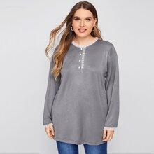 Langes T-Shirt mit Netzstoff, Ruescheneinsatz und Knopfen
