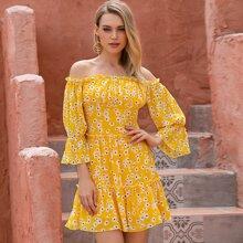 D&M Schulterfreies Kleid mit Ruesche, mehrschichtigem Saum und Blumen Muster
