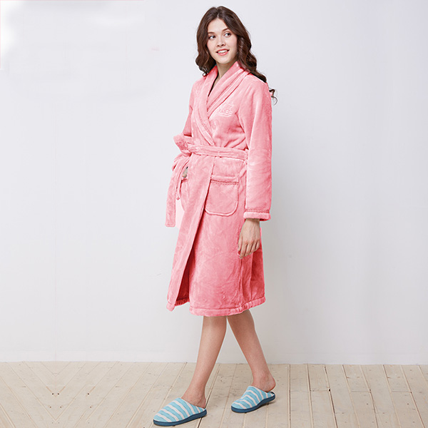 Simple Warm Winter Coral Velvet Women' s Bathrobe