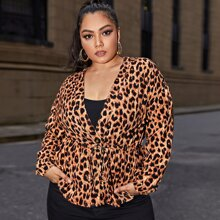 Jacke mit sehr tief angesetzter Schulterpartie, Kordelzug um die Taille und Leopard Muster