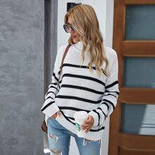 Pullover mit Streifen, Rollkragen und sehr tief angesetzter Schulterpartie