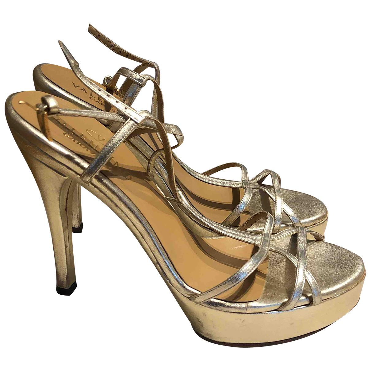 Valentino Garavani - Sandales   pour femme en cuir - dore