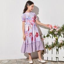 Kleid mit Punkten Muster, Schosschen am Saum und Blumen Muster