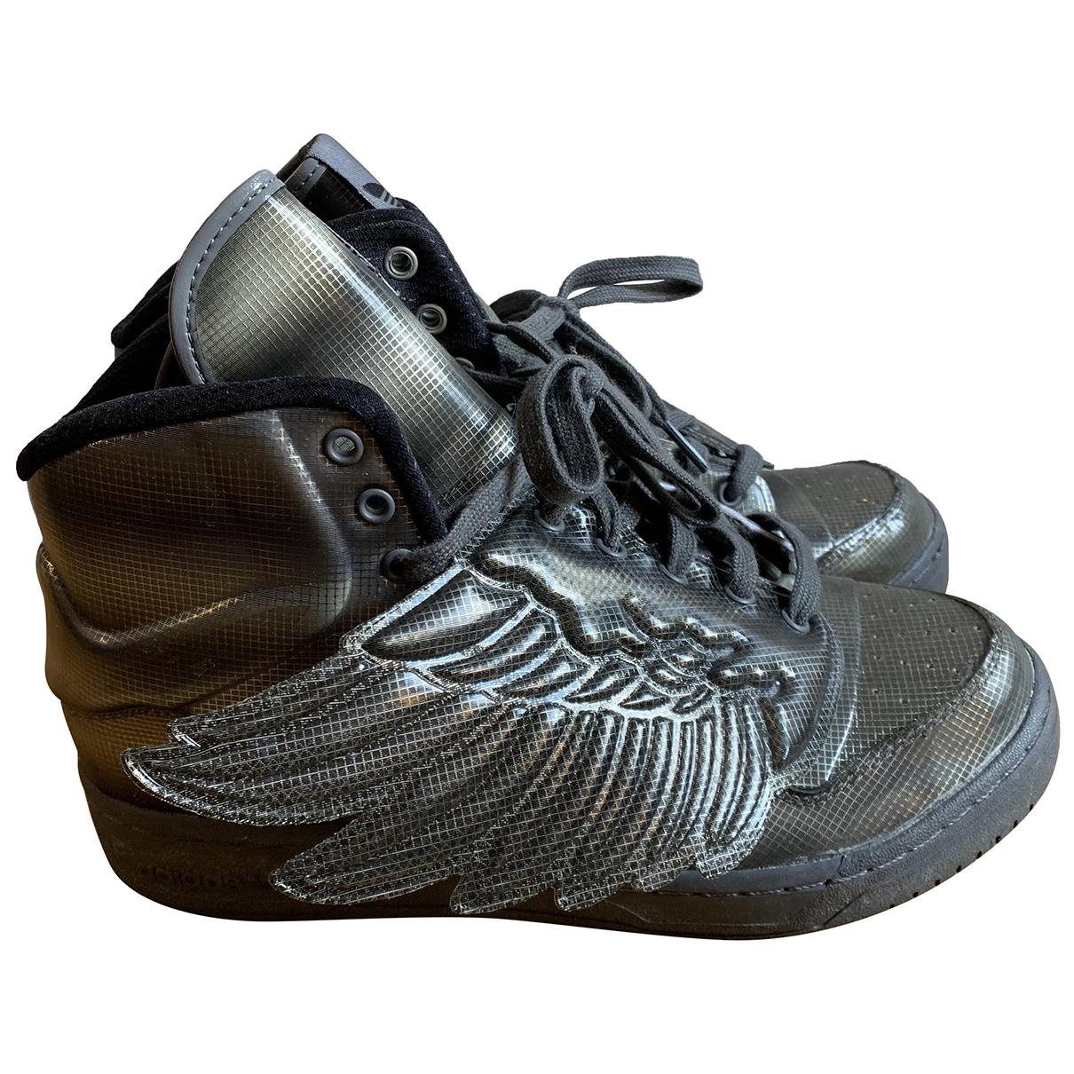 Adidas \N Sneakers in  Grau Kunststoff
