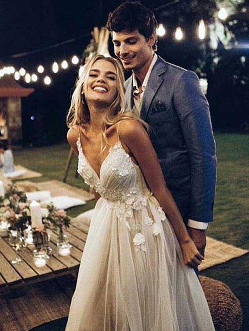 Ericdress Pleats 3D Floral Appliques Beach Wedding Dress