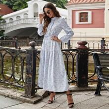 Kleid mit Bluemchen Muster, Rueschenbesatz und Kordelzug um die Taille
