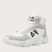 Maenner Sneakers mit Buchstaben Grafik