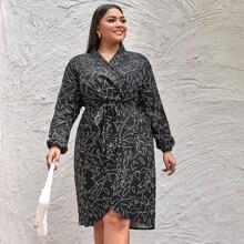 Kleid mit V Ausschnitt vorn, Muster und Guertel