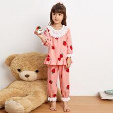 Schlafanzug Set mit Erdbeere Muster und Kontrast Spitze