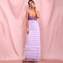 figurbetontes Prom Kleid mit Pailletten, Netzstoff und mehrschichtigem Saum