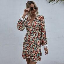 Kleid mit Gaensebluemchen Muster, Guertel und Wickel Design