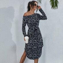 Kleid mit komplettem Muster und Knoten