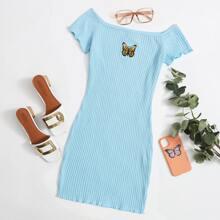 Strick Kleid mit Schmetterling Stickereien und gekraeuseltem Saum
