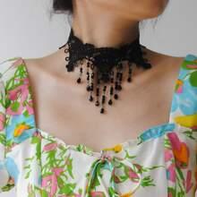 Halsband mit Kristall Anhaenger und Spitze