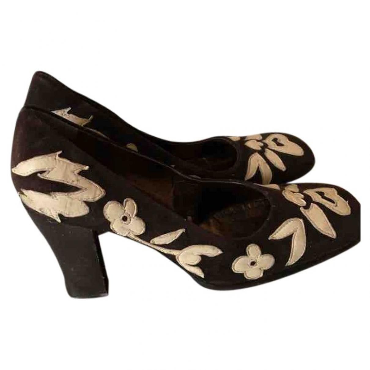 Dolce & Gabbana \N Pumps in  Braun Veloursleder