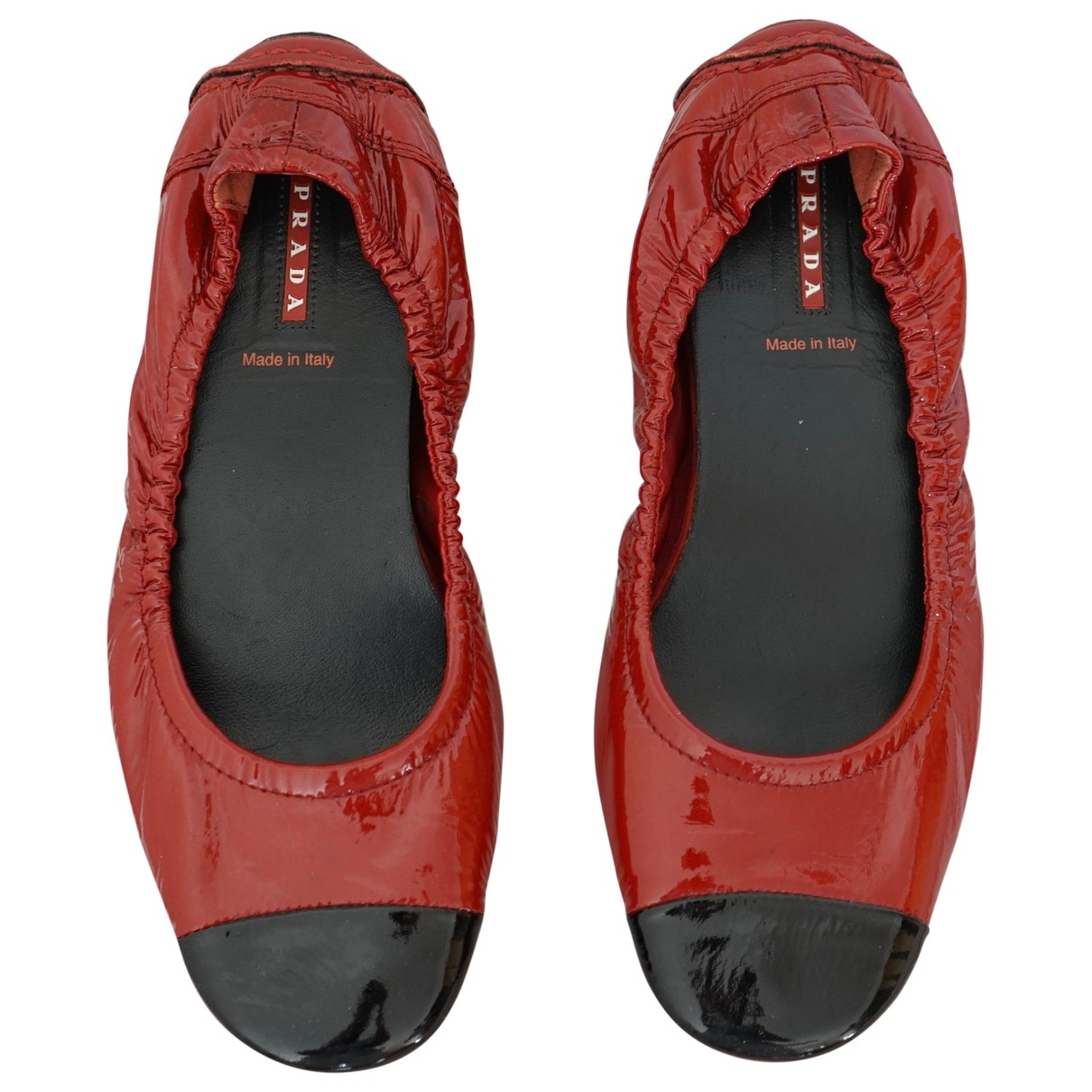 Prada \N Ballerinas in  Rot Lackleder