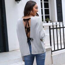 Pullover mit sehr tief angesetzter Schulterpartie, Band und offener Rueckseite