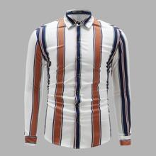 Hemd mit Knopfen vorn und Streifen