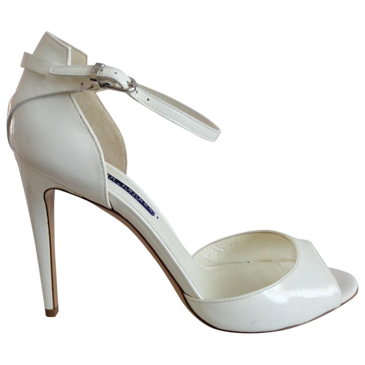 Ralph Lauren Collection \N Sandalen in  Weiss Lackleder