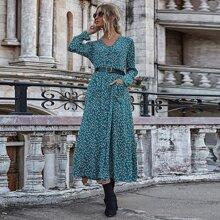 Kleid mit Bluemchen Muster, V Kragen und Knopfen ohne Guertel