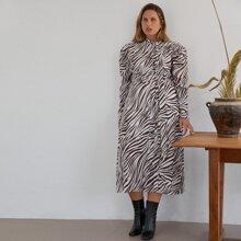 Vestido de rayas de cebra de manga gigot de cuello con cordon