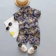 Shirt mit Paisley Muster und Shorts