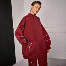 Pullover mit sehr tief angesetzter Schulterpartie, Kontrast Paspel und Taschen Flicken