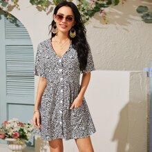 A Linie Kleid mit Leopard Muster, Knopfen und Taschen vorn