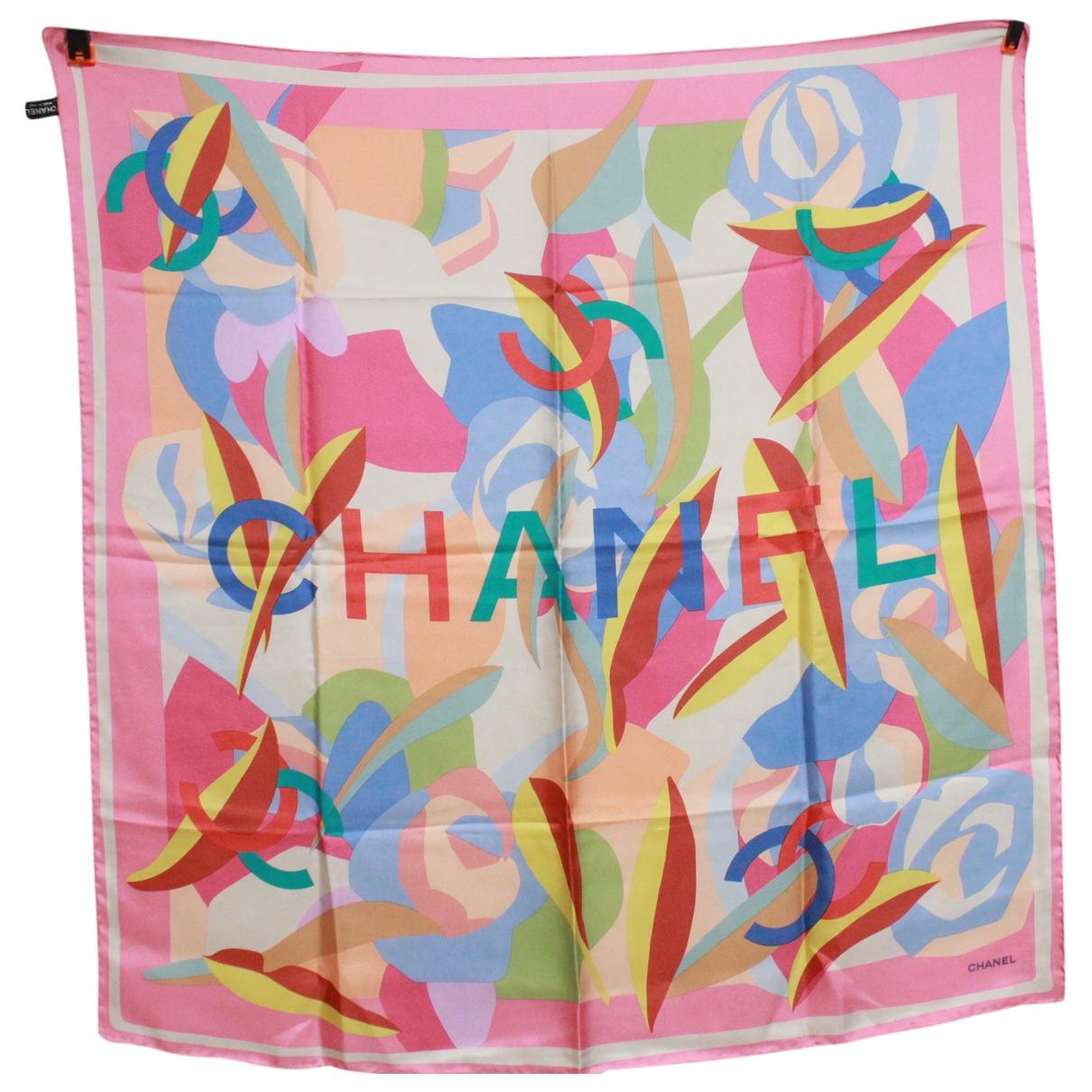 Carre de Seda Chanel