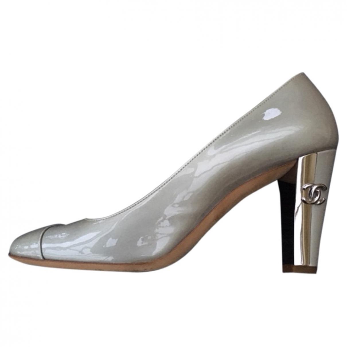 Chanel \N Pumps in  Silber Lackleder