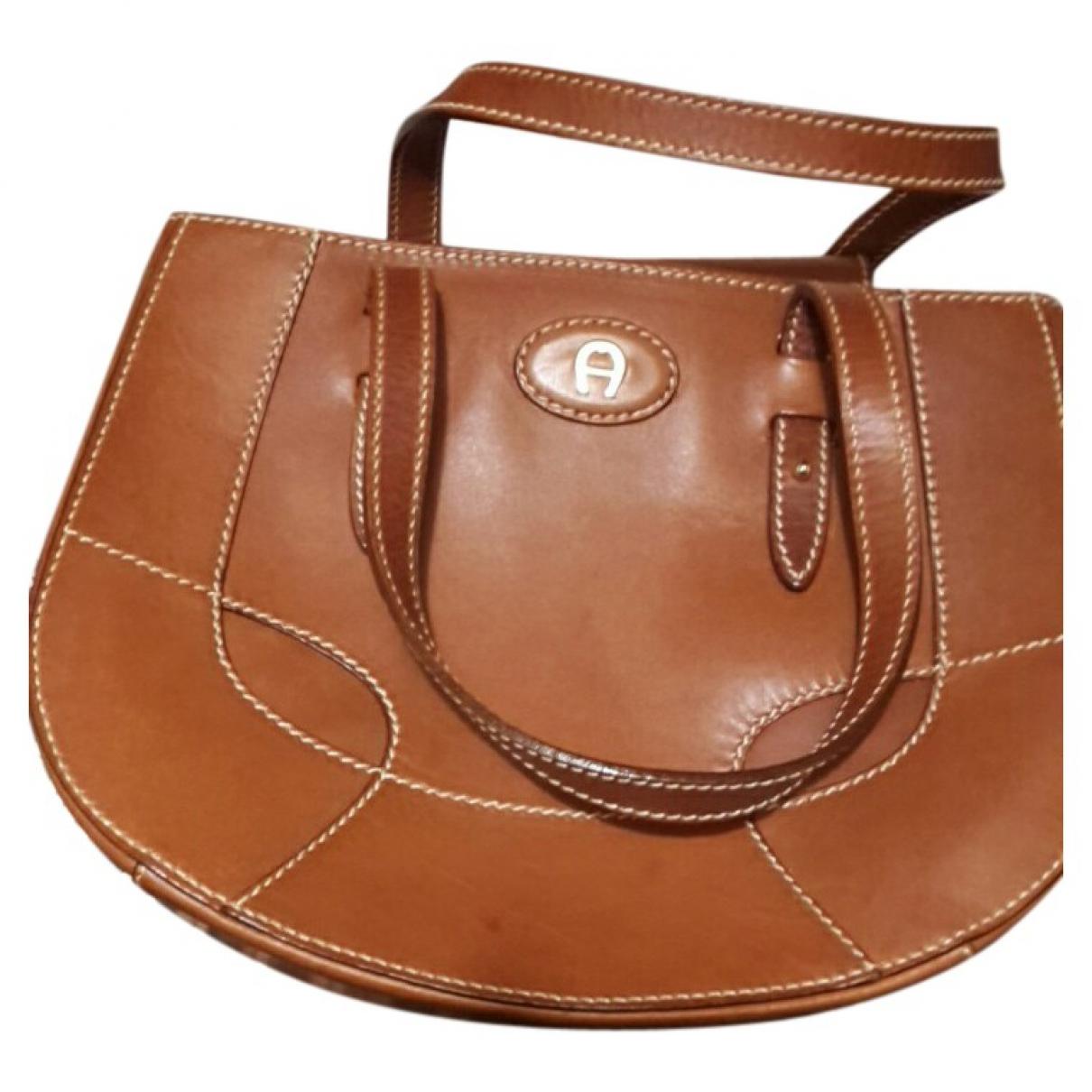 Aigner \N Handtasche in  Braun Leder