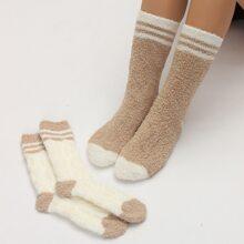 2 Paare zweifarbige flaumige Socken