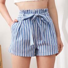 Shorts con cinturon de cintura con volante de rayas